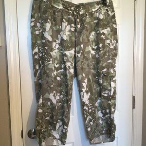 Lane Bryant 18/20 Capri cargo pants.